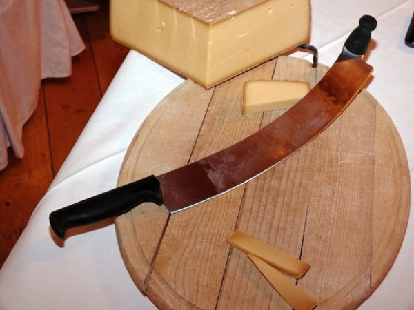Cuchillo-para-quesos-duros
